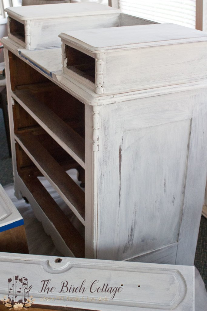 Refinishing a dresser with chalk paint gives new life to an otherwise homely looking piece of furniture. The Birch Cottage shares a shabby chic finish and how to make chalk paint.