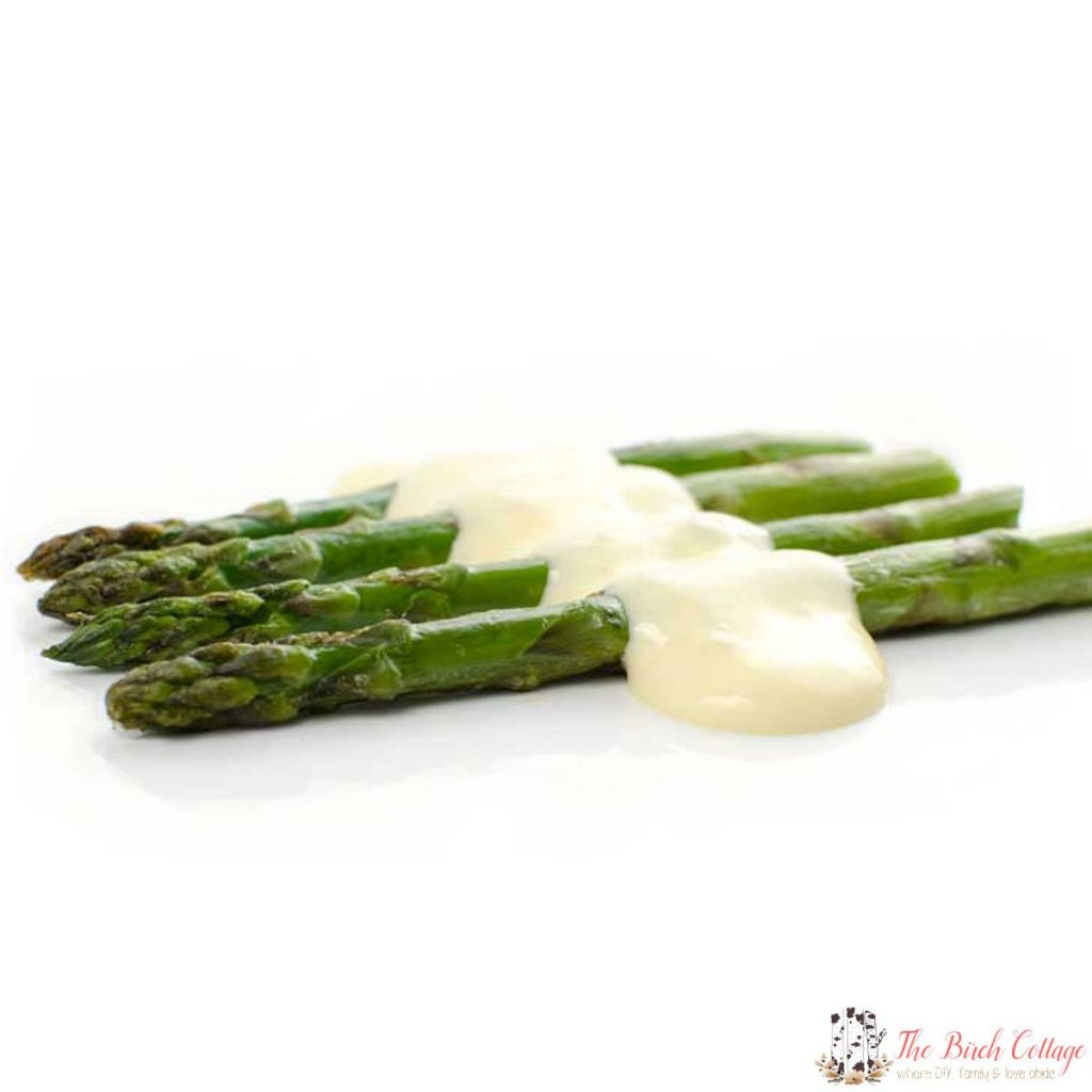 What do you get when you combine perfectly roasted asparagus with perfectly creamy Hollandaise Sauce? Perfect Garlic Roasted Asparagus with Hollandaise Sauce!