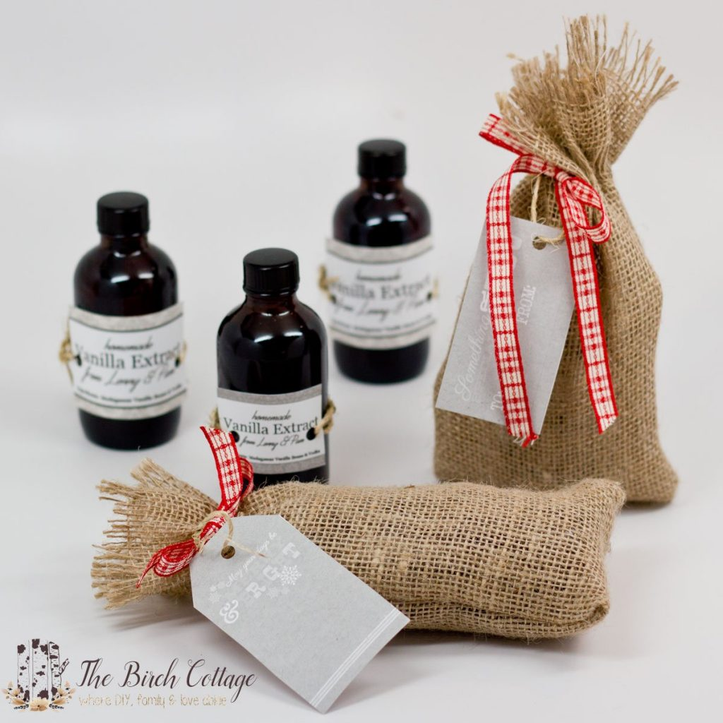 eThe Birch Cottage shows how to make homemade vanilla extract. Although it takes some time, this homemade vanilla extract makes for a great gift!