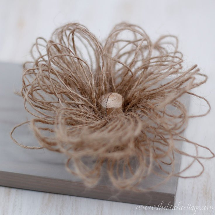 Learn how to make these loopy burlap flowers from burlap ribbon from The Birch Cottage