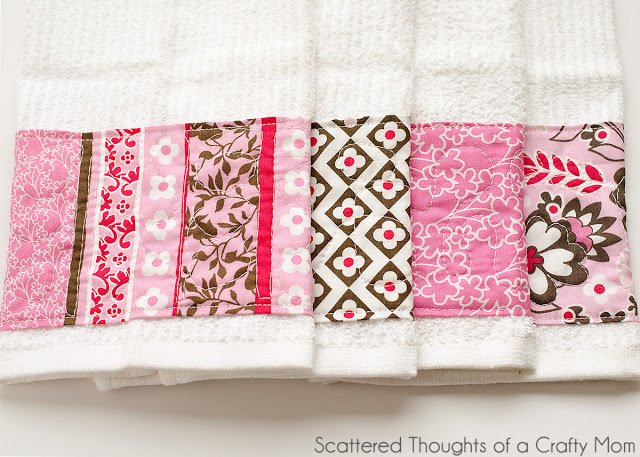 Beginner Quilting Project Ideas - Free Motion Quilted Hand Towel by Scattered Thoughts of a Crafty Mom
