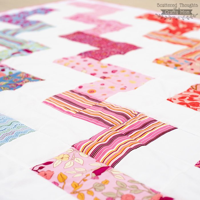 Beginner Quilting Project Ideas - Zig Zag Quilt Pattern from Scattered Thoughts of a Crafty Mom